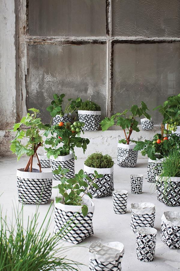 Serax-Flower-pots-can-transform-any-garden-or-interior-10